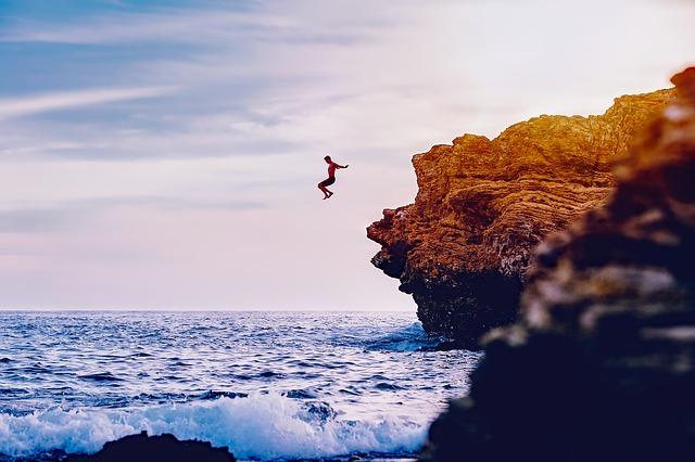飛び込め!